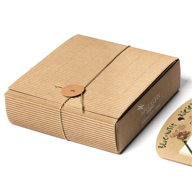 arbos realizza splendidi oggetti in cartone e carta riciclati