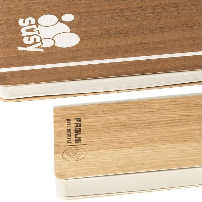 Arbos realizza taccuini con copertina in legno riciclato